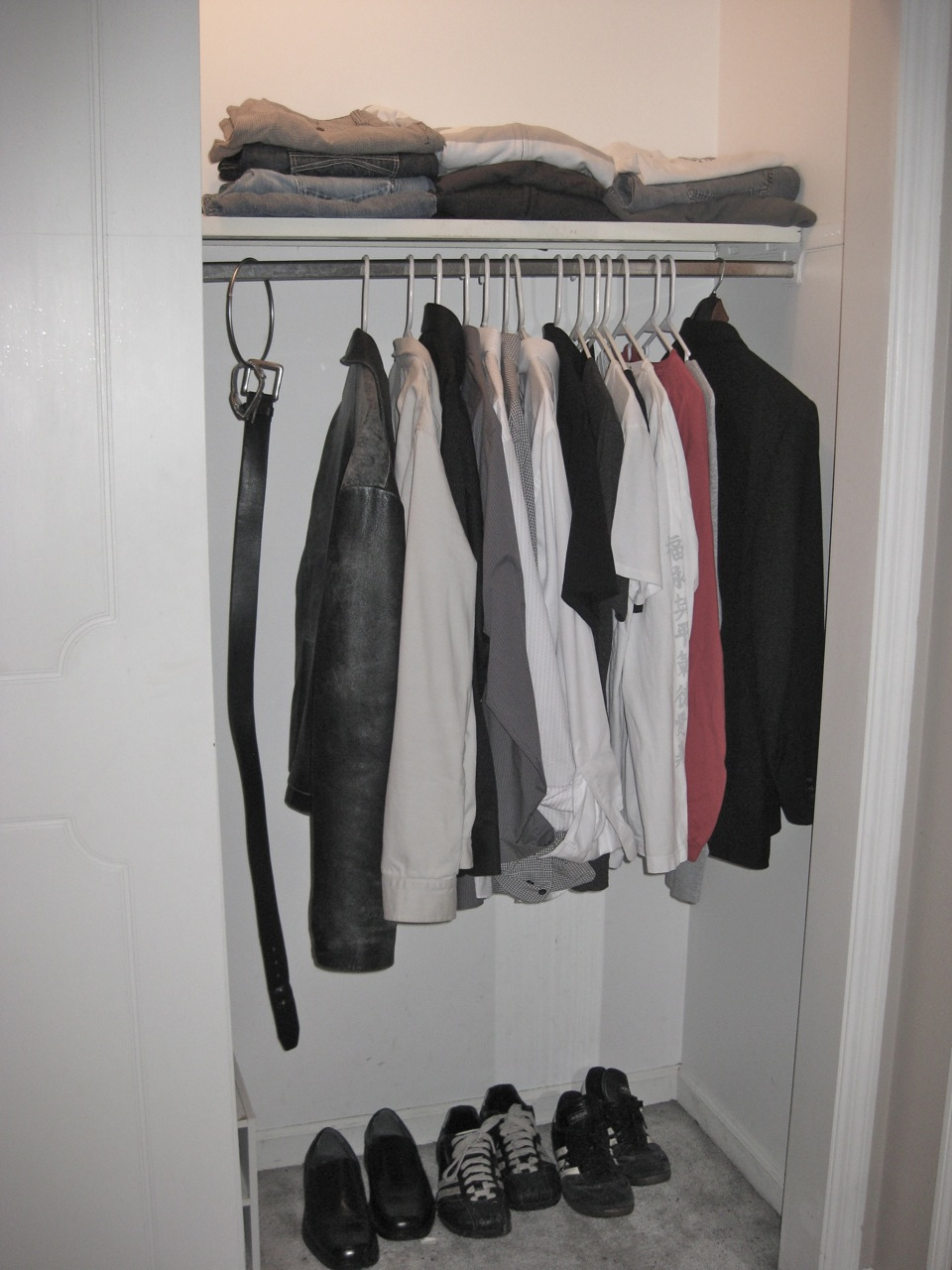 Why i don t count my stuff and why i am excited to start for Minimalist stuff