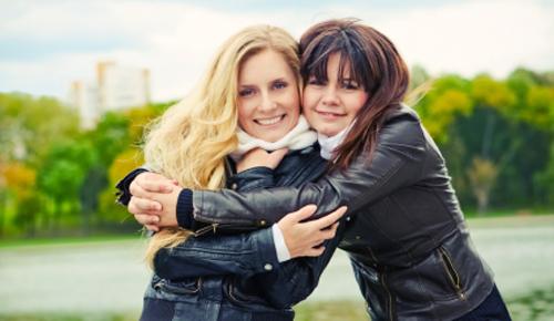 توام روحي وصديقة عمري.. girls-friendship-giv